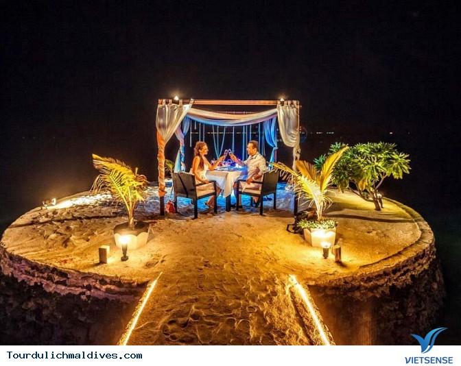 Thưởng thức bữa tối cực kỳ lãng mạn cho các cặp đôi tại Maldives - Ảnh 1
